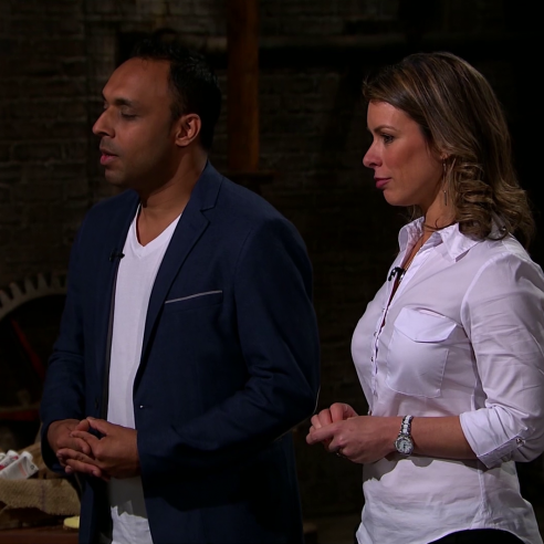 "Peter Jones hands ""real life Slumdog Millionaire"" £100,000 in Dragons' Den"